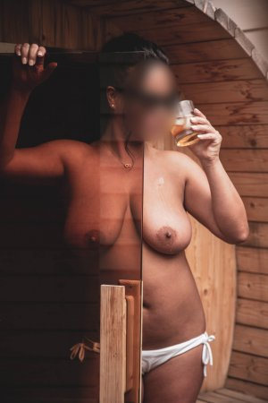 Maillie nuru massage in Berea KY and live escort