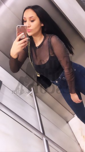 Sherifa live escort in Lima & thai massage