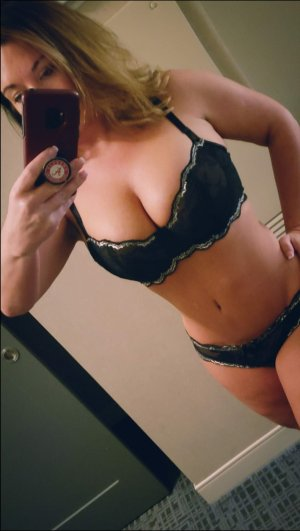 Sylvanie live escorts in Wheeling West Virginia & erotic massage