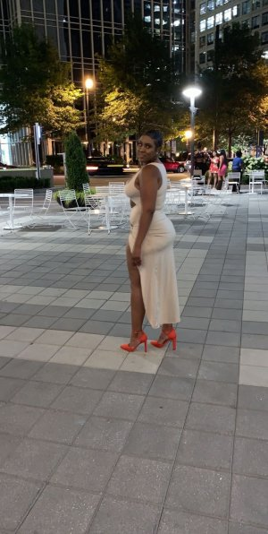 Viollette escort in Folkston