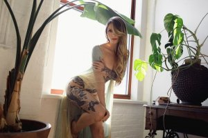 Shelihane escort girls in Racine WI and happy ending massage